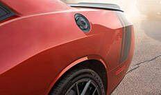 Dodge Challenger 2016: tapa del tanque de combustible