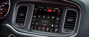 Dodge Charger 2016: pantalla táctil Uconnect