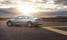Vista lateral del Dodge Charger 2016