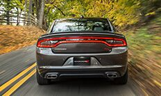 Dodge Charger 2016 con escape doble