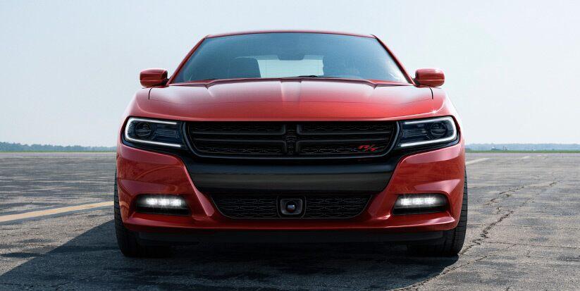 Vista frontal del Dodge Charger R/T Road & Track 2016