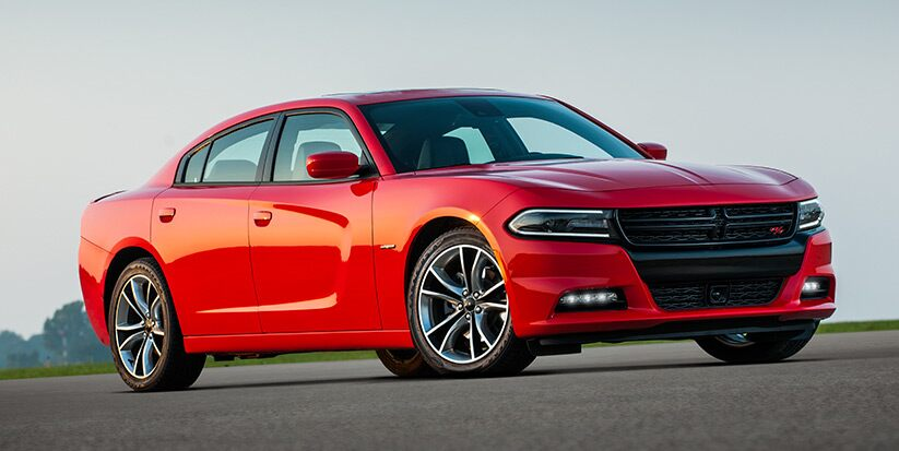 Vista lateral del Dodge Charger R/T Road & Track 2016