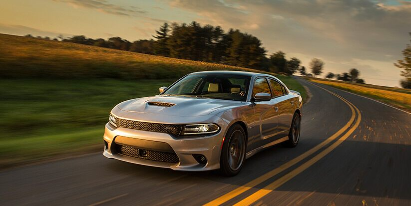 Vista frontal del Dodge Charger SRT 392 2016