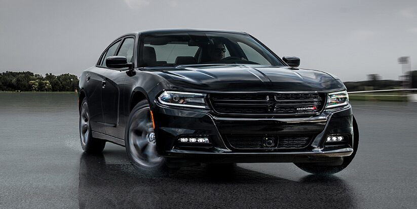 Vista frontal del Dodge Charger SXT AWD 2016
