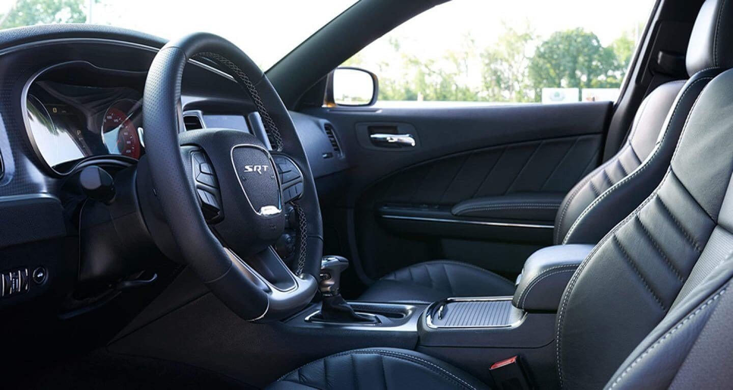 2019-charger-gallery-interior2